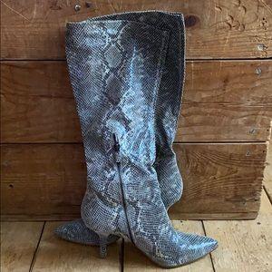 B. Mokowsy Boots